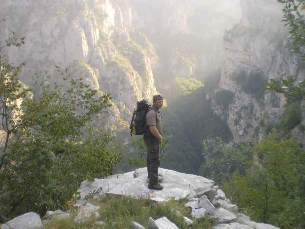 nikos koutsoupas in vikos gorge