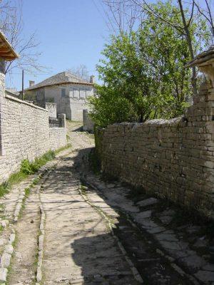 Cobbled streets in Monodendri